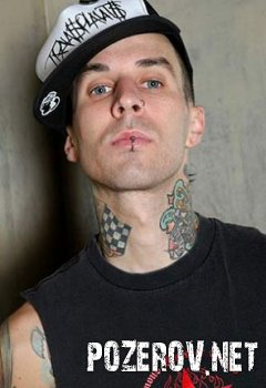 Бывший барабанщик Blink-182 попал в авиакатастрофу
