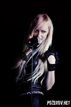 Блондинка Ксю в R-Club: Фото