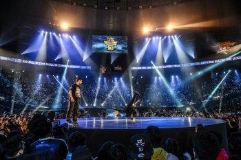 Hong 10 побеждает в историческом финале Red Bull BC One 2013